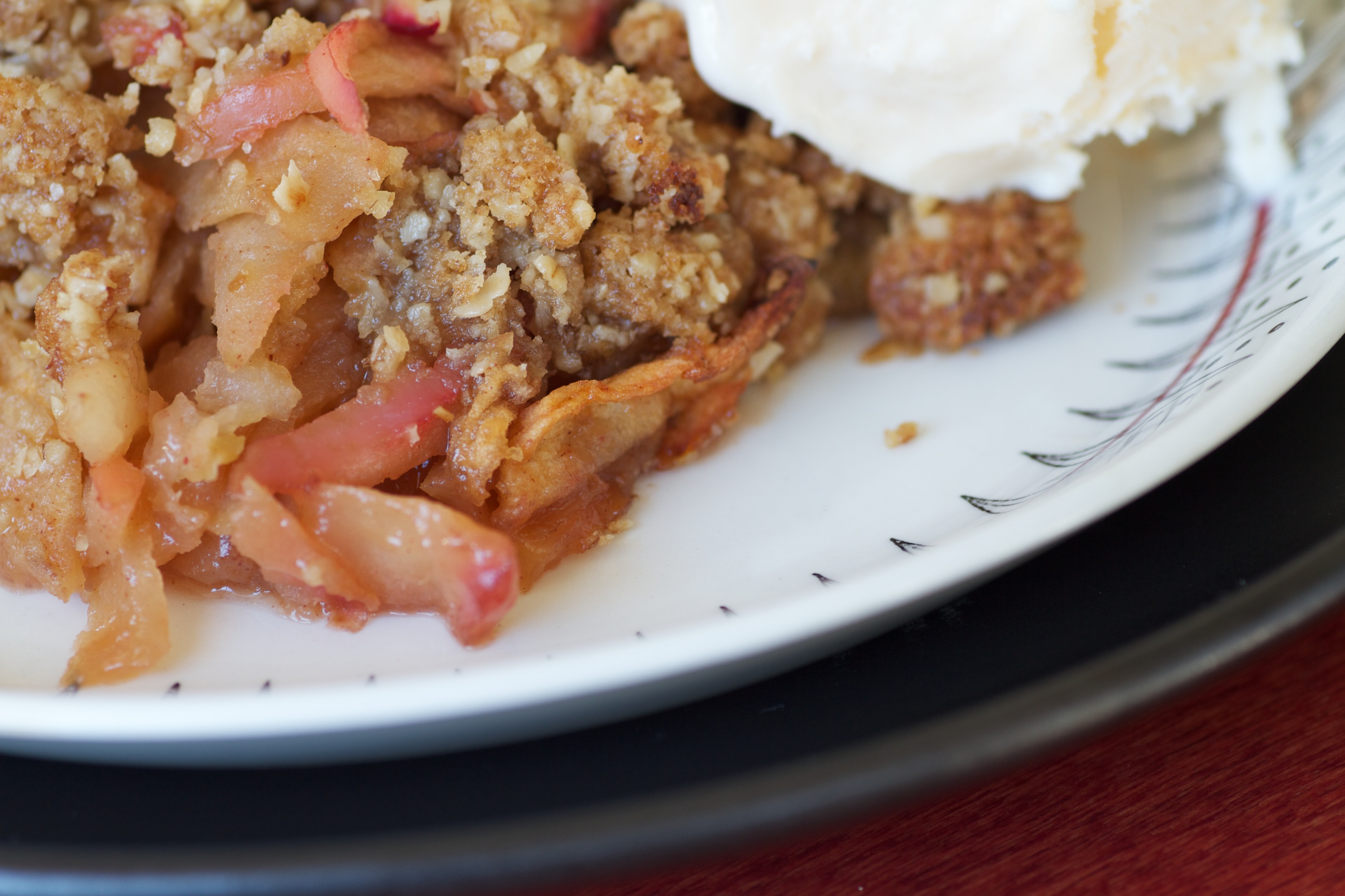 a serving of apple crisp