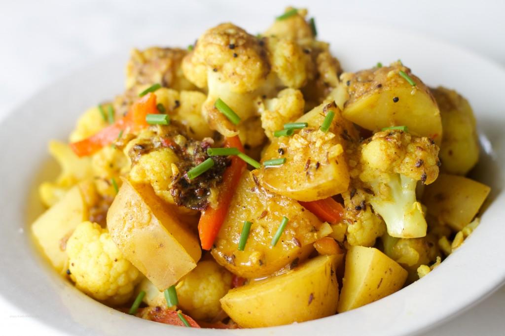 Aloo Gobi (Spicy Cauliflower & Potatoes) Recipe